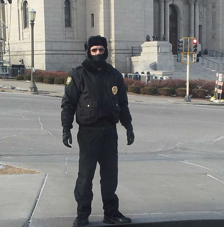 Working security in Minnesota minus eleven degree (-11°) temperatures